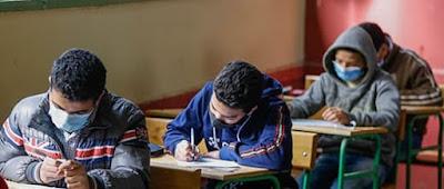 بالصور.. طلاب الصف الاول الاعداد يؤدون الامتحان المجمع وسط إجراءات وقائية مشددة