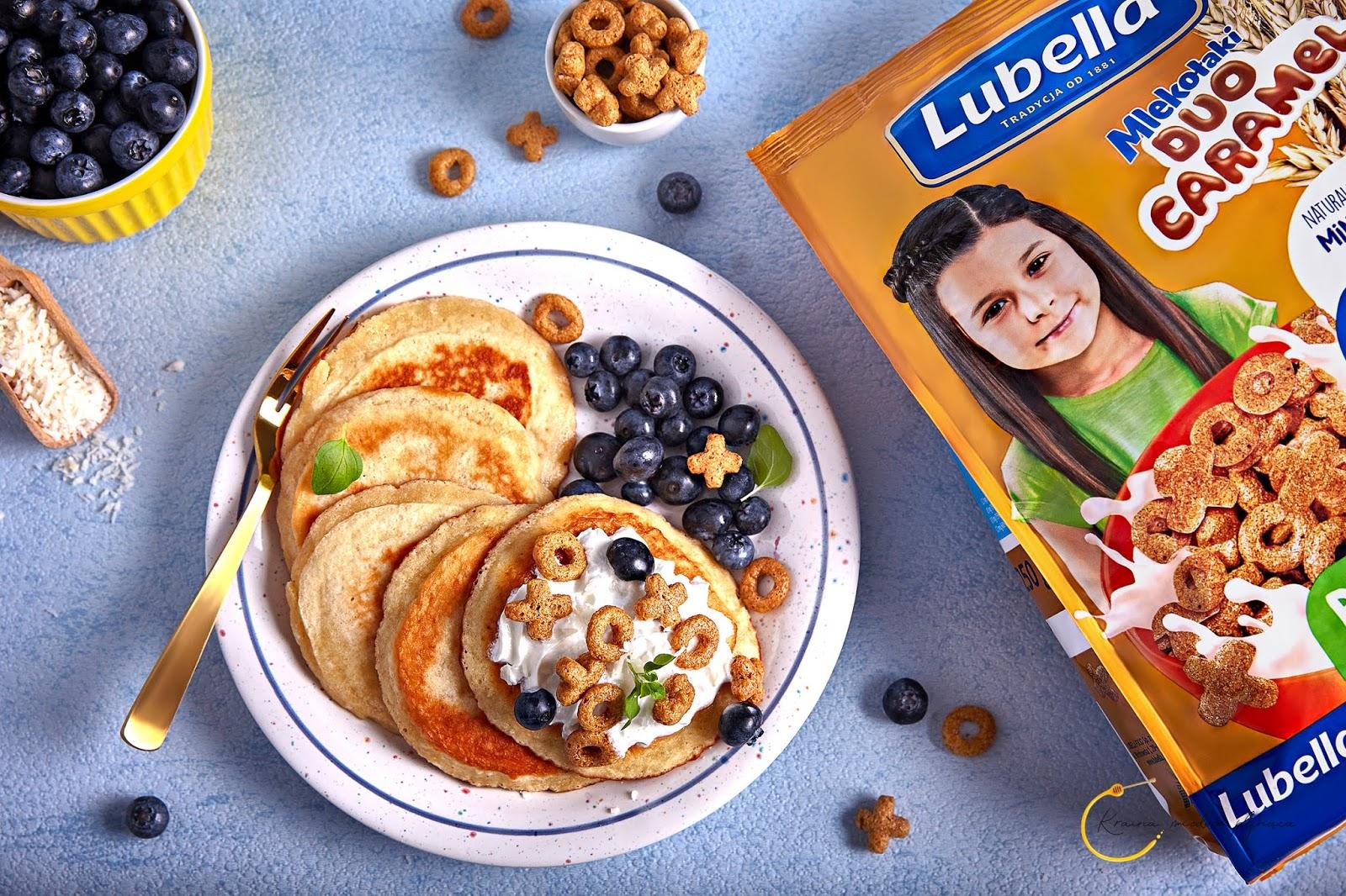 kraina miodem płynąca, płatki Lubella, płatki Duo Caramel, placki kokosowe, jogurt z owocami, fotografia kulinarna szczecin, fotograf kulinarny szczecin