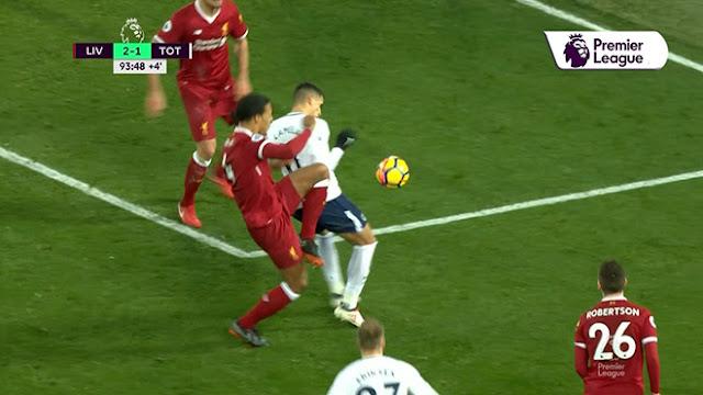 """Video Liverpool - Tottenham: 11m tưởng tượng, suýt """"bẻ còi"""" kiểu V-League 2"""