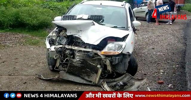 हिमाचलः बाइक सवार को बचाने के चक्कर में अनियंत्रित हुई कार पिकअप से टकराई