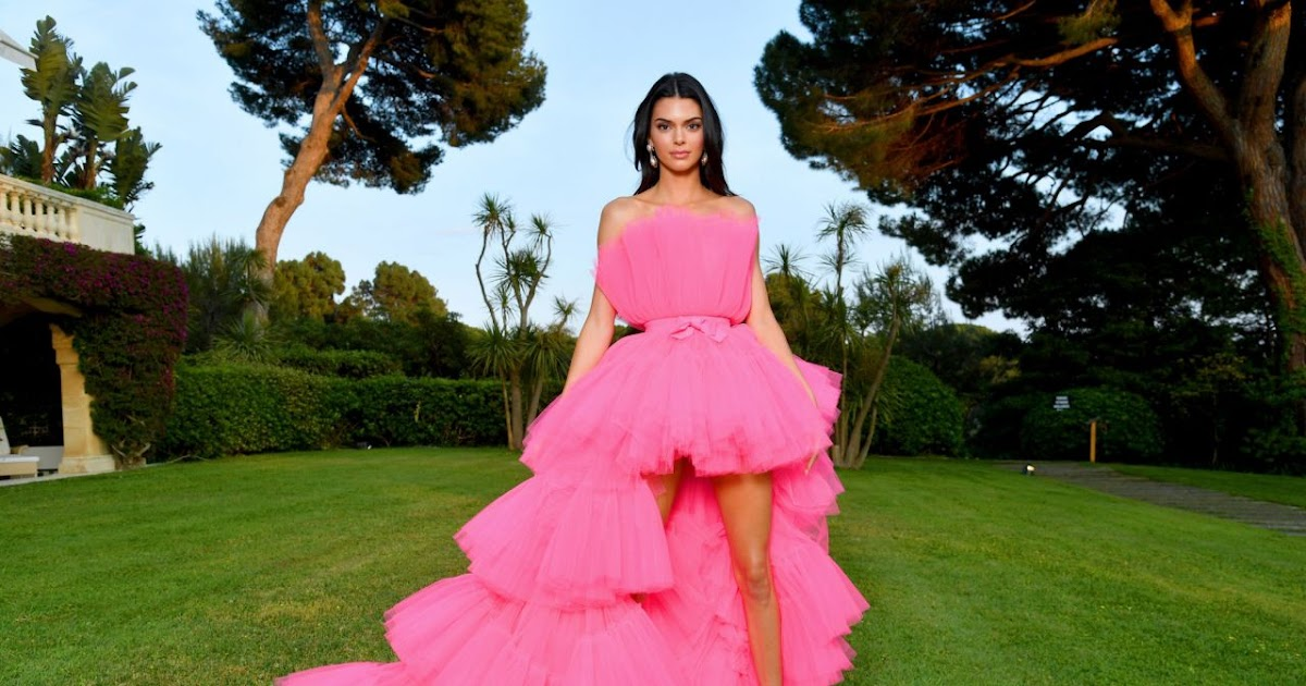 d511139810b Kendall Jenner gives a look at the Giambattista Valli x H M collaboration