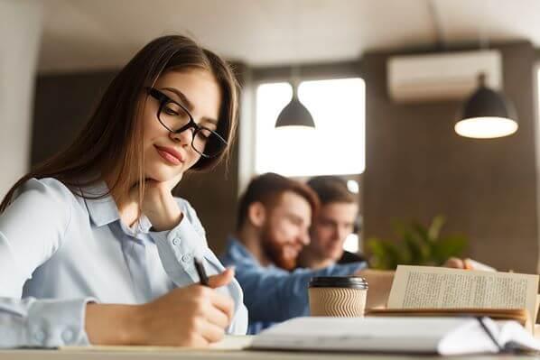 How to Create a Supreme Quality Custom Scholarship Essay