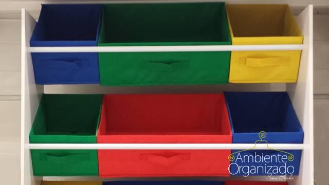 Cestos coloridos para brinquedos