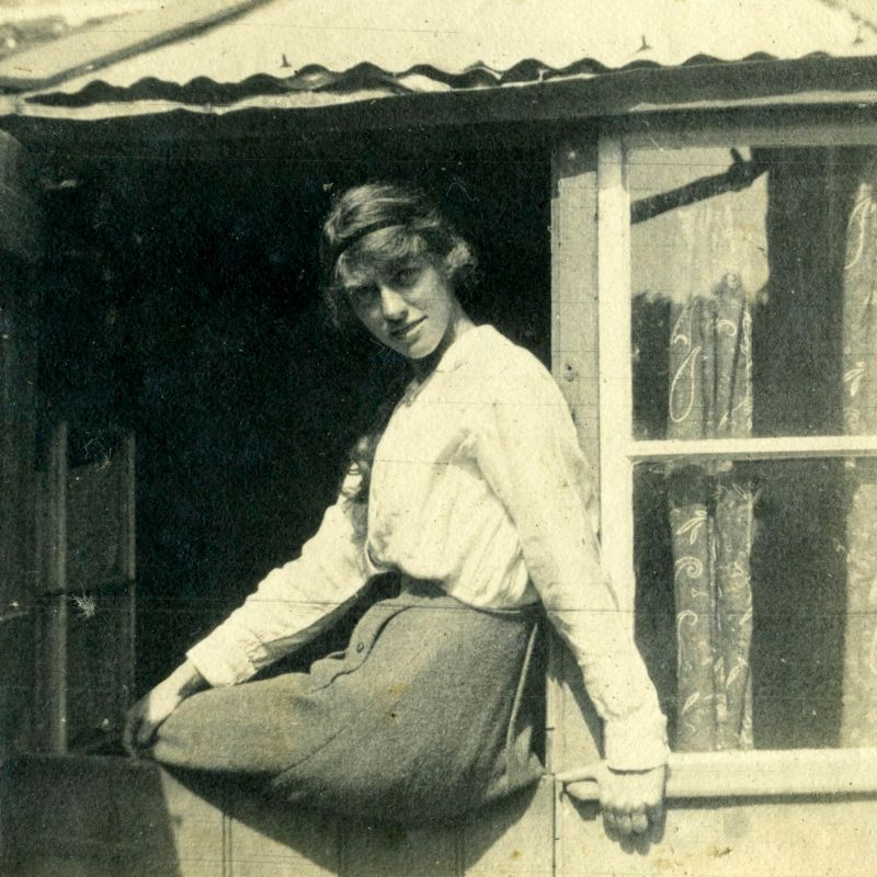 Amazing Found Photos Capture Lovely Moments of Somerset Ladies in 1917