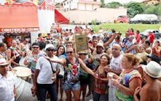 A Escola de Samba Unidos da Ponte, vencedora do Standarte de Ouro Barroso EM DIA, no ano passado, sai na frente e lança seu Samba Enredo 2015.
