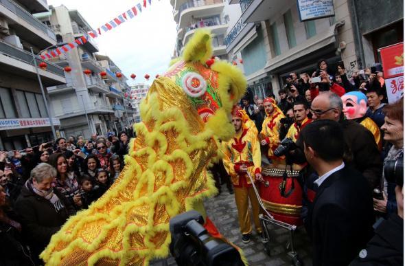Με δράκους και χορό γιόρτασαν την Κινεζική Πρωτοχρονιά στην Θεσσαλονίκη - ΦΩΤΟ