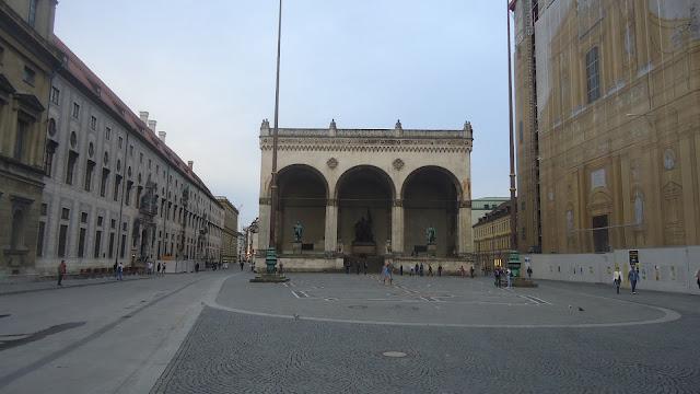 Feldherrnhalle na Odeonsplatz - Golpe da Cervejaria aconteceu aqui Nazismo O que ver em Munique