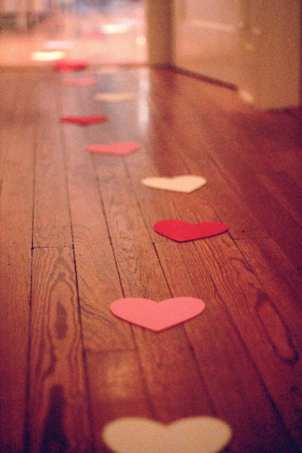 decoração com corações de papel