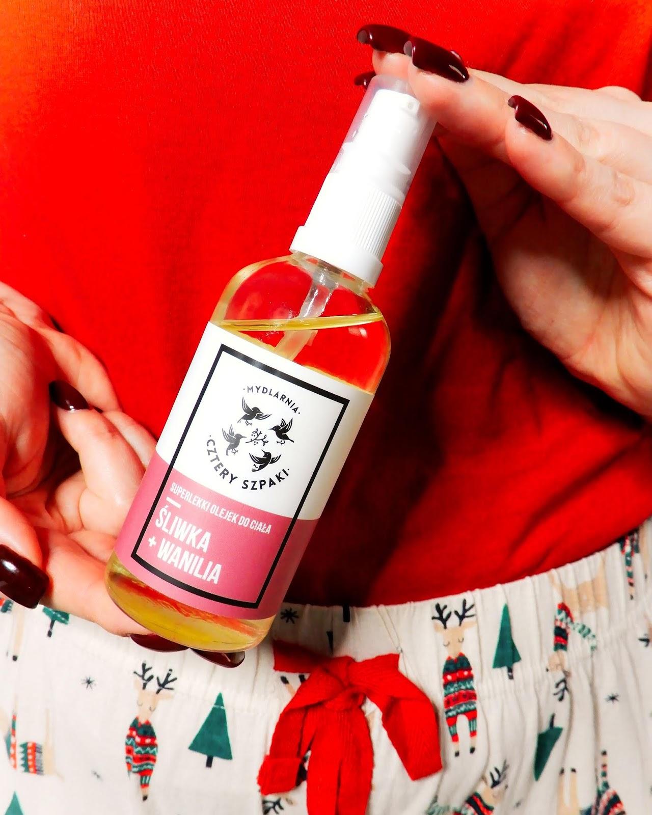 świąteczne inspiracje, świąteczna piżama primark, 4 szpaki Superlekki Olejek Śliwka i Wanilia,