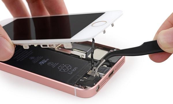 thay màn hình iPhone SE lấy ngay tại MaxMobile