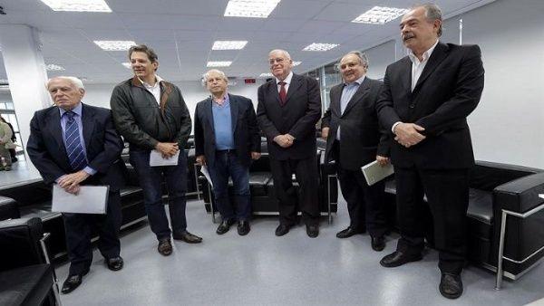 Exministros se unen contra Bolsonaro por la educación en Brasil