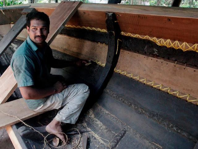 Réparation de bateaux a Kumarakom