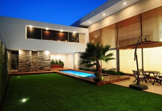 taman samping rumah minimalis