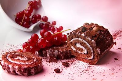 Chocolate Cake Roll vs Grapes