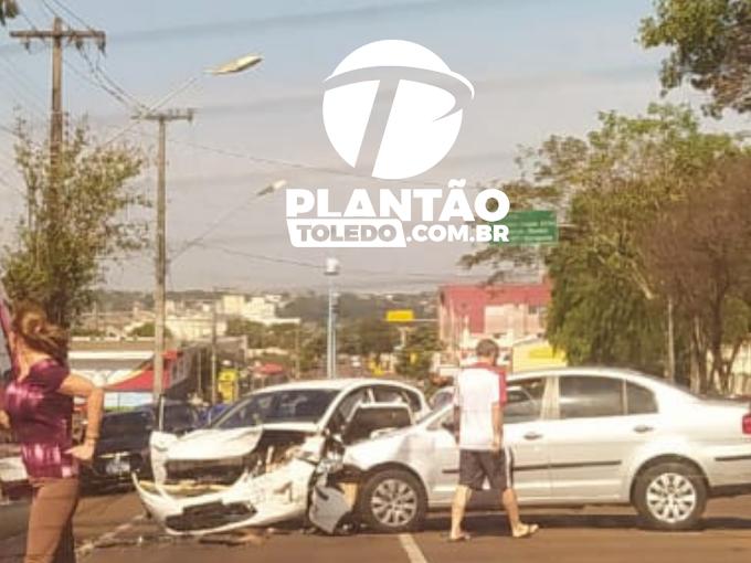 Forte colisão entre dois veículos é registrado no Centro de Toledo