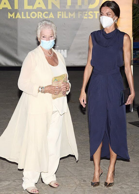 Queen Letizia wore a new blue navy silk sleeveless top and skirt. Magrit gold metallic pumps, Coolook earrings
