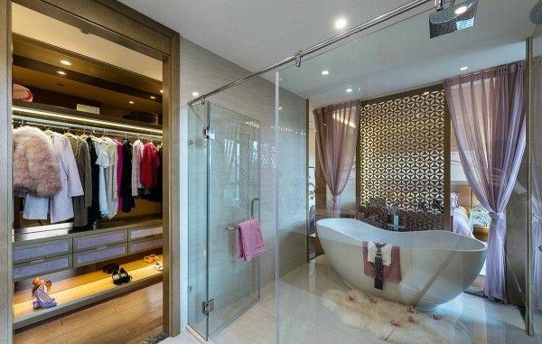 Black And White Tiles Design For Bathroom