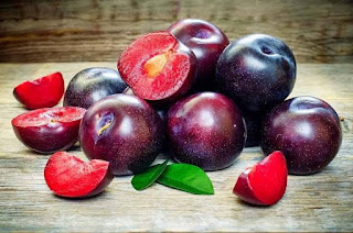 6 Benefits of Plums for Maintaining Digestive Health High in Fiber