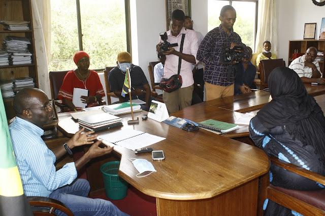 WAZIRI MBARAWA ASEMA WATATUMIA WATAALAMU WA NDANI KUFUNGA PAMPU ZA MAJI CORONA IKIENDELEA KUWEPO