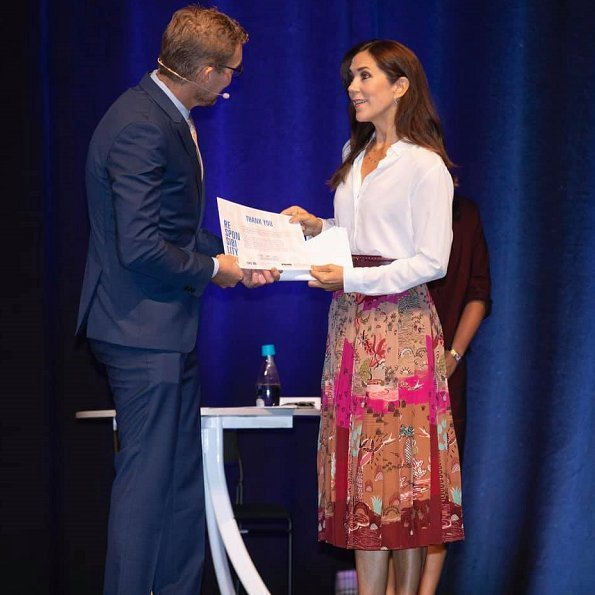 Crown Princess Mary wore Valentino printed silk crepe midi skirt, and Gianvito Rossi pink pumps, she carried Carlend Copenhagen Vanessa clutch