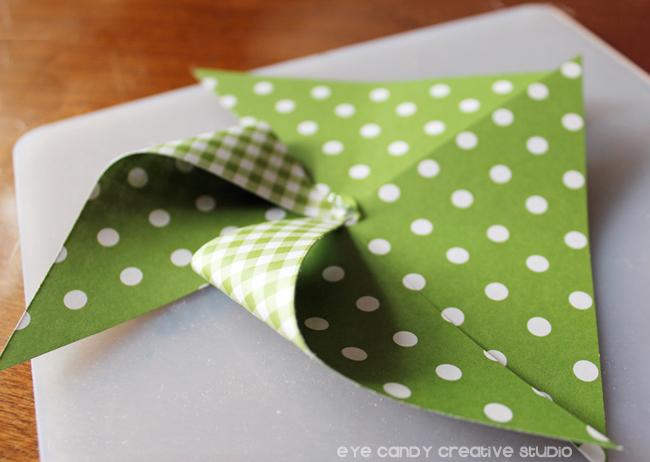 glue gun, pinwheel, folding corners to make pinwheels, summer wreath