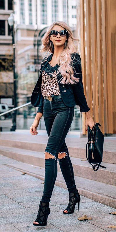 Perfect Instagram worthy outfits? See these 25 Breathtaking Fall Outfits for Going out. Women's Style + Date Outfits via higiggle.com | jeans outfits | #falloutfits #dateoutfits #streetstyle #jeans