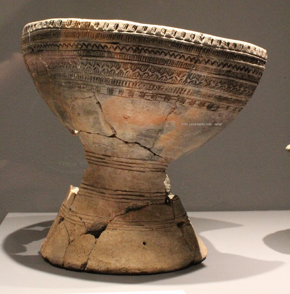 Copa con decoración de tipo campaniforme procedente del yacimiento de Humanejos (Parla, Madrid).