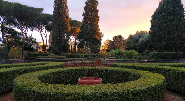 Rome : Parks where to lie down and relax
