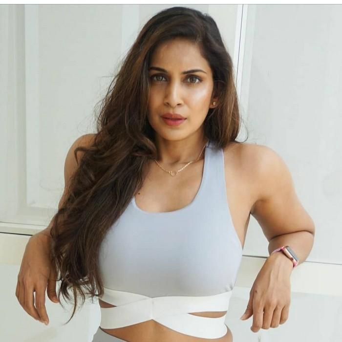 Actress Samyuktha Latest Hot Photos