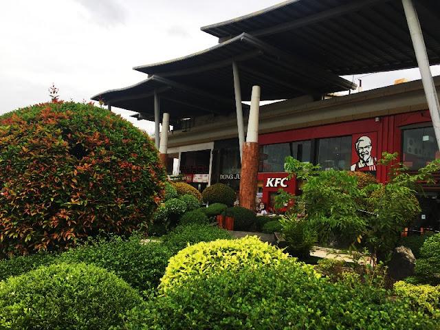 KFC Outdoor Dining at Parkmall Mandaue