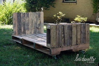 pallet furniture, student furniture, affordable furniture, cheap furniture, furniture ideas, recycling, wooden furniture, metal furniture, stool, bar, bed, bedroom, office chair, managerial chair, decoration ideas, student apartment, youth furniture, coffee table pallets, pallets,