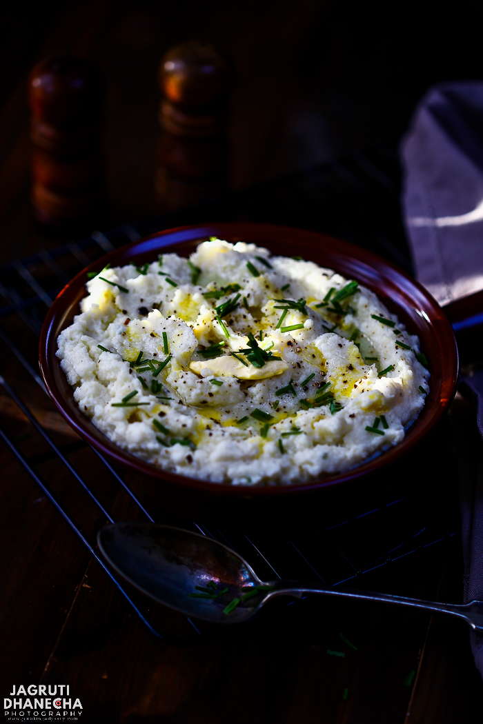 Instant Pot Vegan Cauliflower Mash, this luscious and gluten free cauliflower mash is moreish. There is extra creamy goodness from the addition of vegan butter, dairy-free sour cream with lovely flavour from fresh chives and garlic. It is perfect for those who like to enjoy low carb alternative to mashed potato, this mash is so delish that you won't miss the potatoes!