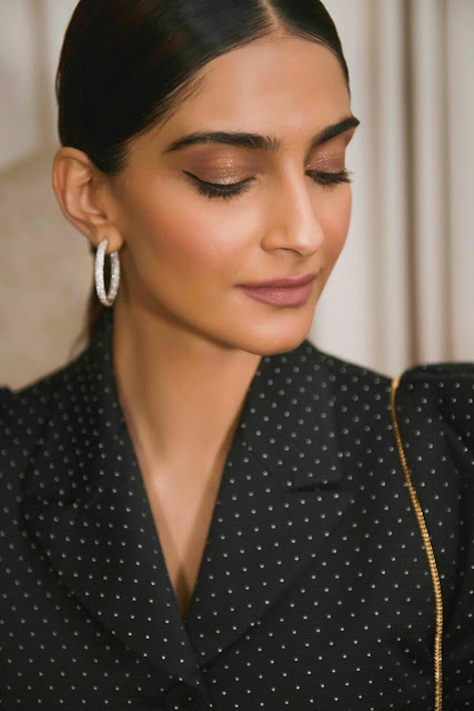 Sonam Kapoor Full HD Hot Wallpaper