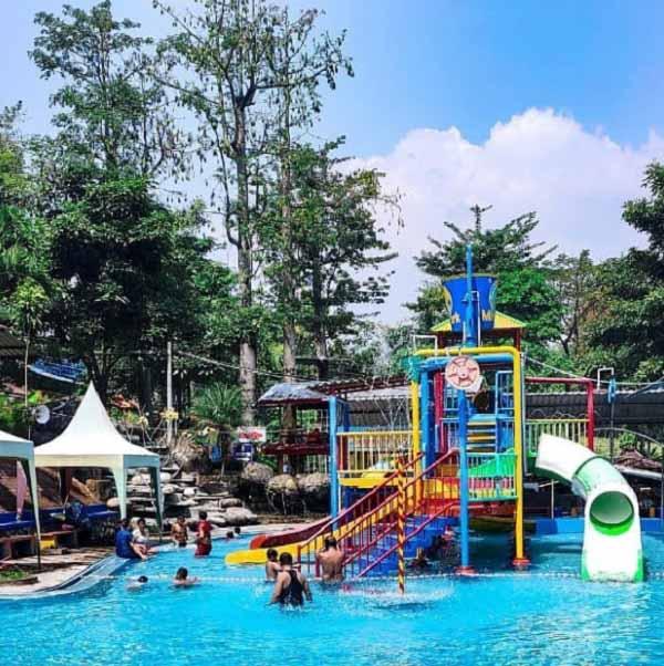 Destinasi Wisata Pacet Mini Park Mojokerto