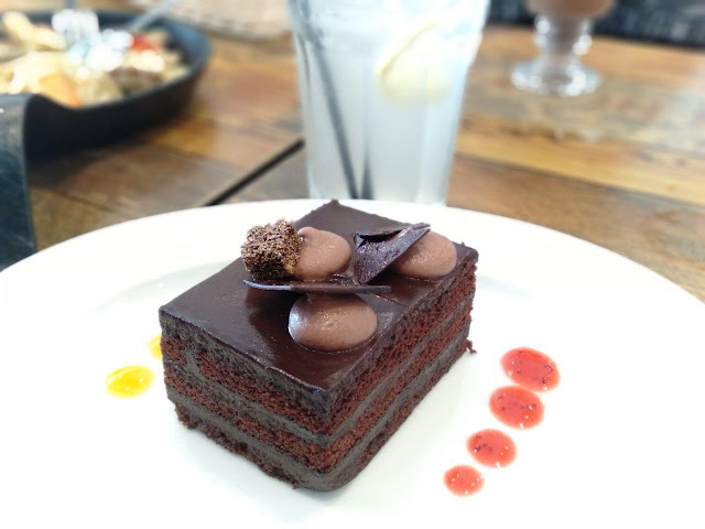 double chocolate cake restoran lemon tree johor bahru