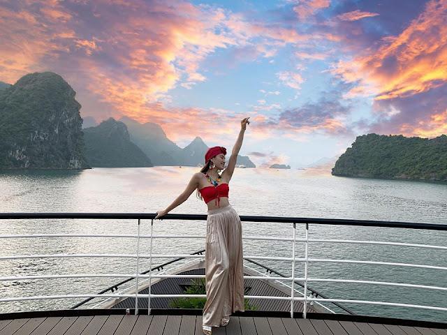 Chùm ảnh Phương Trinh Jolie du lịch Vịnh Hạ Long cực xinh