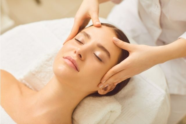 Massage-the-face-face-mask-10-tips-every-girl-should-know-about-having-good-skin,