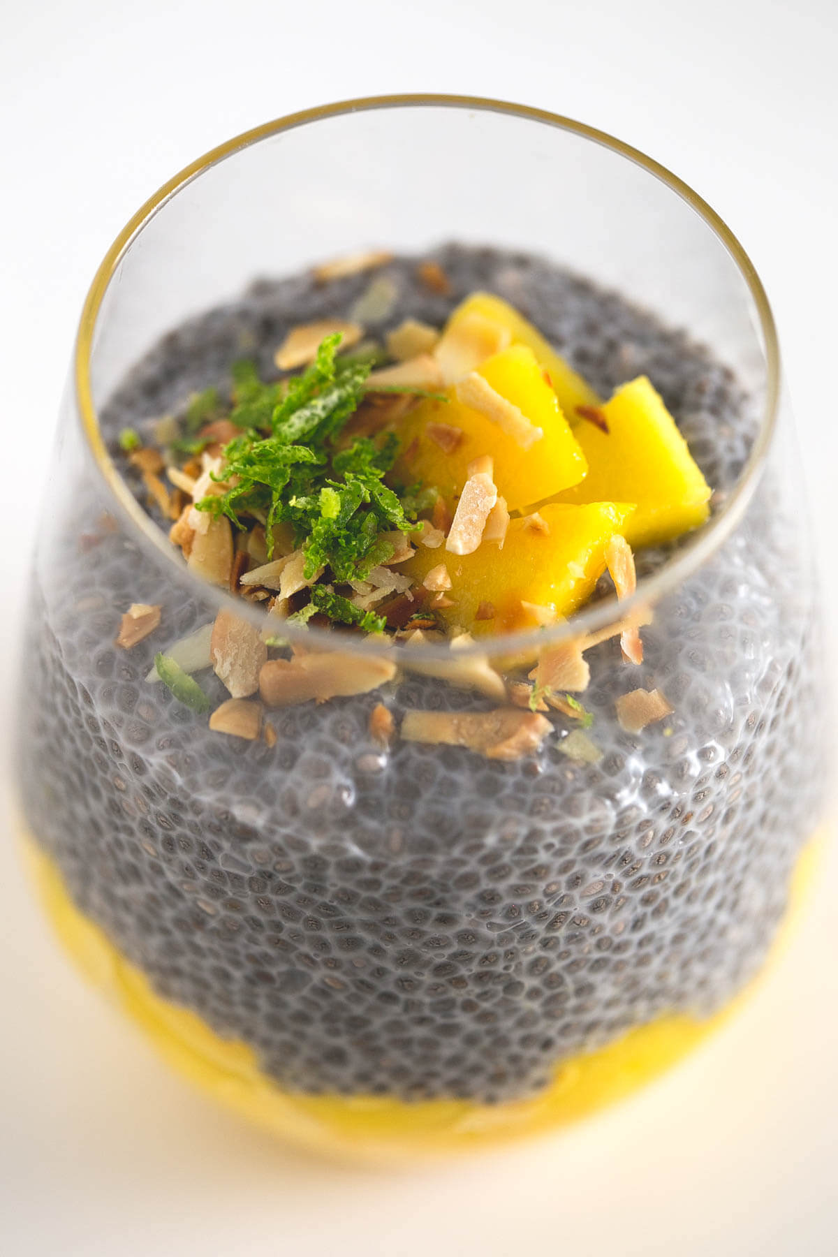 Chia and mango pudding: This chia and mango pudding is ideal for eating out for those who do not have much time. It's the perfect breakfast/snack/dessert!