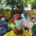 Antisipasi Penyebaran Covid-19, Anggota Satgas TMMD ke-107 Periksa Suhu Badan