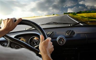 Siapapun tidak ingin celaka berkendara termasuk pengendara motor Cara Aman Mengemudikan Mobil Di Jalan Raya