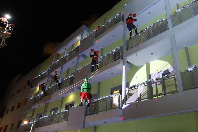 """Πυροσβέστες """"Αγιοβασίληδες"""" πήγαν δώρα στα παιδιά της Ογκολογικής Μονάδας «Ελπίδα»"""