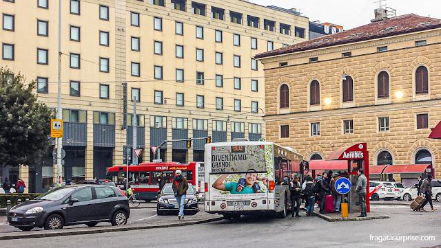 Ônibus do aeroporto para o Centro de Bolonha, Itália