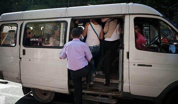 Casi 400 minibuses quedarán fuera de servicio en Ereván