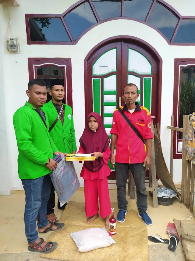 Kolaborasi BEM dayah amal Dan ketua pimpinan SD Islam Terpadu Aceh Timur Salurkan Santunan Dan Sembako Untuk Yatim Piatu
