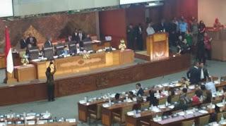DPR Sahkan Omnibus Law Jelang Tengah Malam, Hanya PKS dan Demokrat Menolak