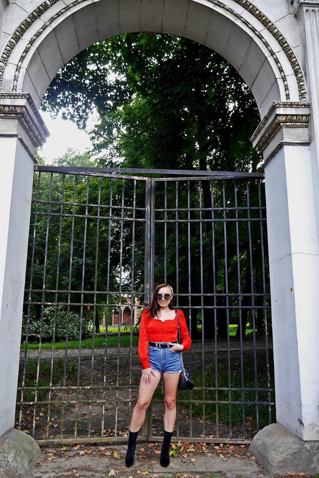 Czerwony top bershka szorty z wysokim stanem botki renee karyn blog modowy blogerka modowa