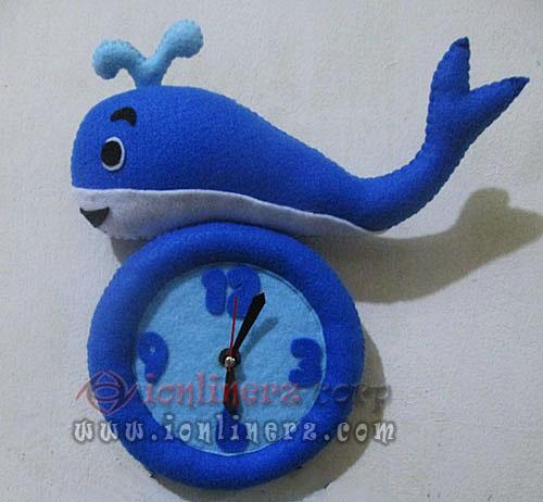 Jam Dinding Flanel Karakter Kartun Boneka Whale / Ikan Paus
