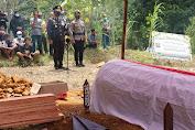 Kapolres Landak Pimpin Upacara Pemakaman AKP Pahlawan Rangkuti