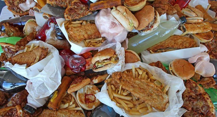 ¿Qué sucede cuando comes demasiada comida chatarra?