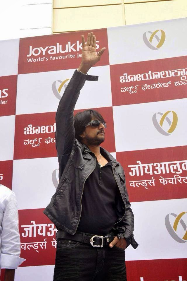 Kichha Sudeep was in Belgaum today for inauguration of Joy Allukas jewellery store